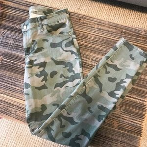 Old Navy Rockstar Mid Rise Cammo Jeggings 12 Long